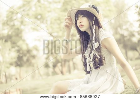 A Cute Asian Thai Girl Is Looking In The Sky With Hope In Natural Atmosphere In Creamy  Color