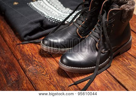 Warm Men's Leather Boots And Sweater