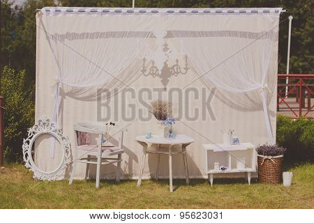 Wedding photo zone. The white decor at a wedding