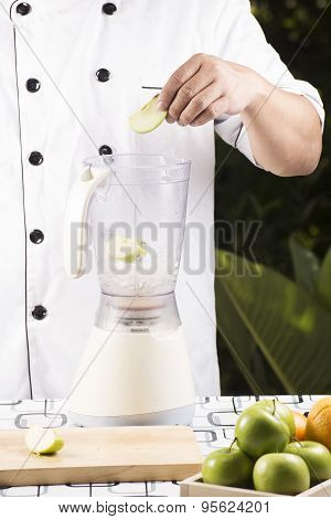 Putting Green Apple To The Blender