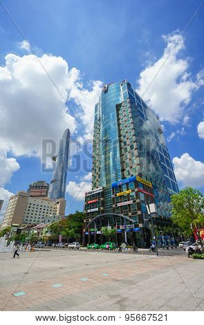 Ho Chi Minh City, Vietnam - May 27, 2015 : Nguyen Hue Pedestrian Street With Sunwah Tower And Water
