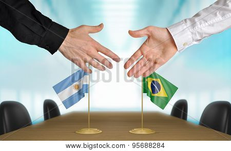 Argentina and Brazil diplomats agreeing on a deal