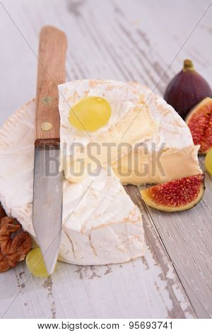 camembert with fresh fig
