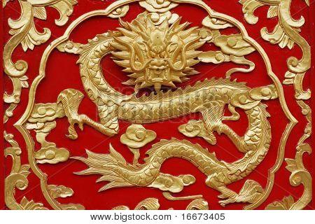 dragón con fondo rojo