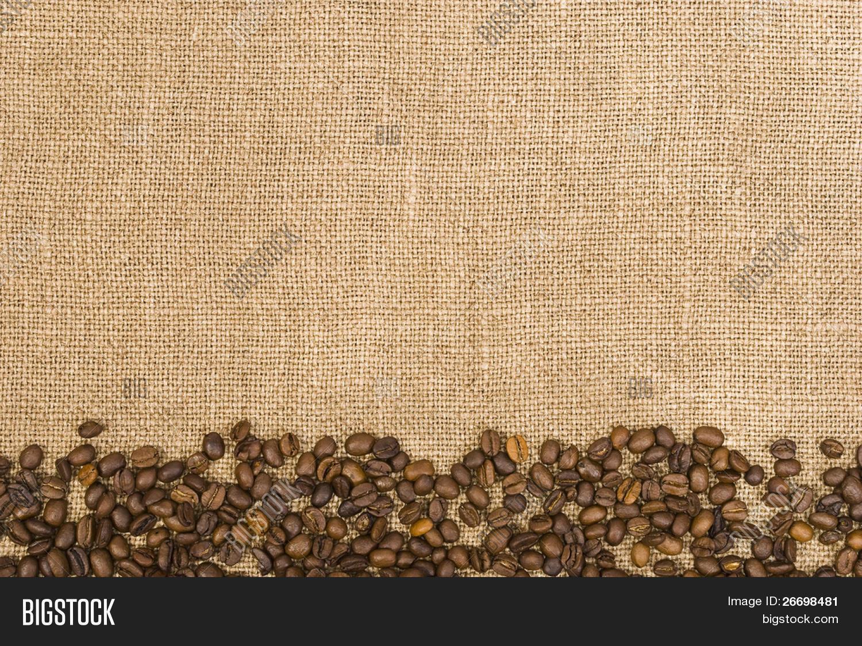 Coffee beans and sackcloth background stock photo stock - Tela de saco ...