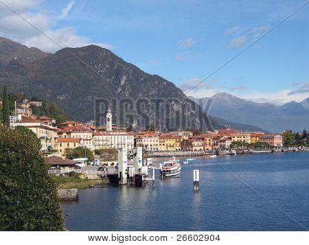 Ve a la ciudad de Menaggio en italiano famoso lago Como