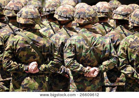 Soldados em camuflagem