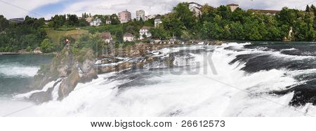 Rhinefall en Schaffhausen, Suiza, la cascada más grande de Europa