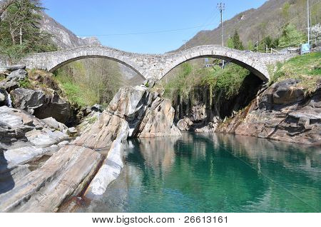 Brücke für die Ponte dei Salti in Lavertezzo, Schweiz