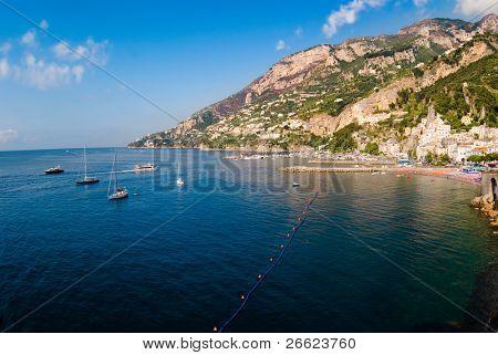 Panorama da Baía e a cidade de Amalfi