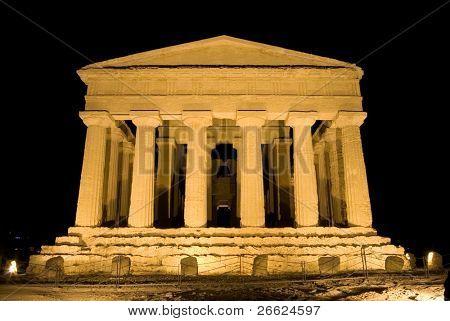 doric temple of Concordia in Agrigento (scene nocturnal)