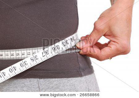 Cinta métrica alrededor de la cintura