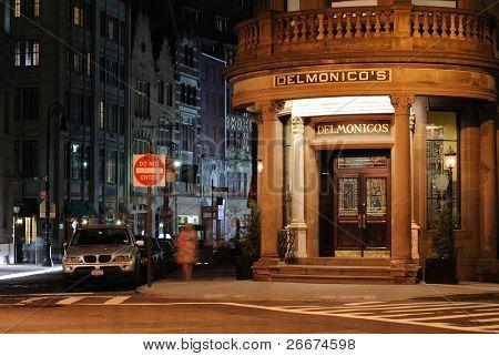 New York City 26. Mai: das historische Jahrhundert lokal Delmonico ist bei Nacht beleuchtet kann 26, 20
