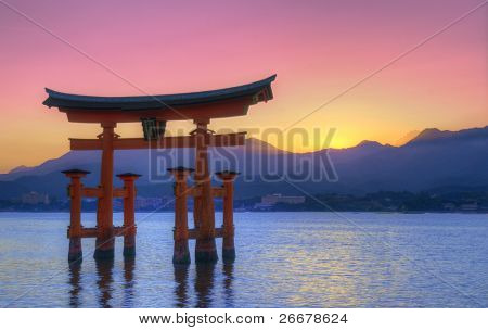 Das floating Gate Otorii in Miyajima, japan.