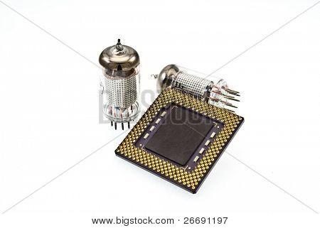CPU y tubos de vacío