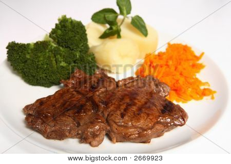 Grilled Ribeye Steak Garlic Carrots Broccoli And Potato