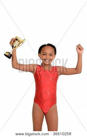 junges Mädchen mit Gymnastik-Trophäe
