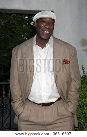 LOS ANGELES - JUL 24:  Michael Clarke Duncan arrives at  the 12th Annual HollyRod Foundation DesignCare Event at Ron Burkle's Green Acres Estate on July 24, 2010 in Beverly Hills, CA