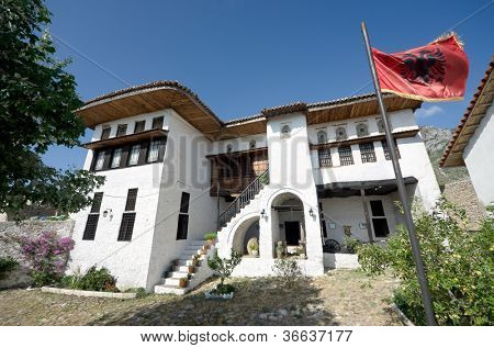 the National Ethnographic Museum in Kruja is located in a traditional albanian house built by the rich Toptani  family around 1800 inside the Skanderbeg Castle