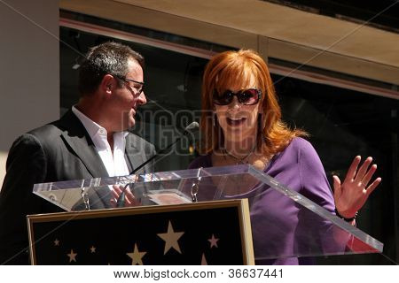 LOS ANGELES - SEP 6:  Vince Gill,  Reba McEntire at the Hollywood Walk of Fame Ceremony for Vince Gill at Hard Rock Cafe Hollywood on September 6, 2012 in Los Angeles, CA