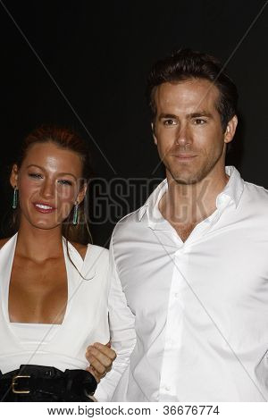 SAN DIEGO - JUL 24: Blake Lively, Ryan Reynolds backstage at the 2010 Comic Con on July 24, 2010 in San Diego, California.