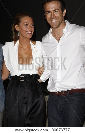 SAN DIEGO - Juli 24: Blake Lively, Ryan Reynolds hinter den Kulissen bei der Comic-Con 2010 am 24. Juli 2010 in