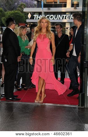 LOS ANGELES - JUN 4:  Paris Hilton arrivesa at the