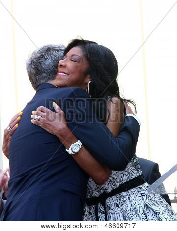 LOS ANGELES - 31 de maio: David Foster, Natalie Cole na caminhada de Hollywood David Foster do Ce estrela de fama