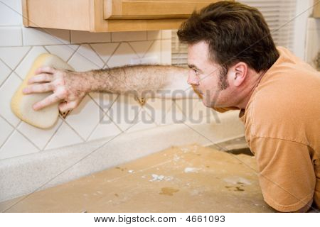 Tilesetter Wipes Down Tile