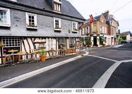 Straße A Provincial Kleinstadt Etretat In Frankreich