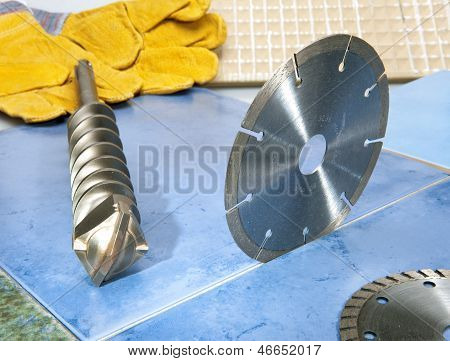 Nozzles for the puncher and a detachable diamond disk on a tile.