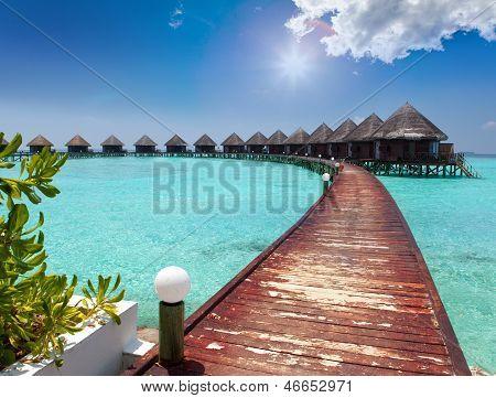 Häuser auf Pfählen am Meer. Malediven.