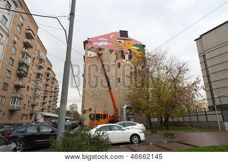 MOSCOW - OCT 10: The artist paints with colored inks the multi-storey building on the Astrakhan lane on October 10, 2012 in Moscow, Russia.