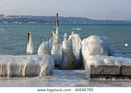 Very Cold Temperature Give Ice And Freeze At The Lake Leman Border