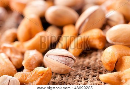 Salted Pistachio And Cashew Nuts