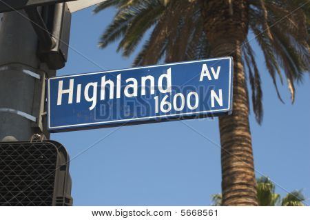 Highland Ave street sign