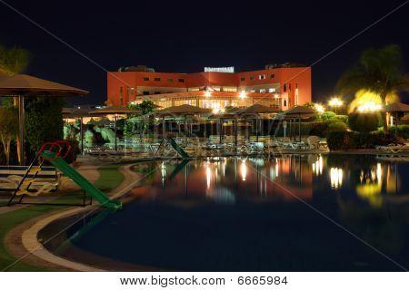 Hotel Ar Night