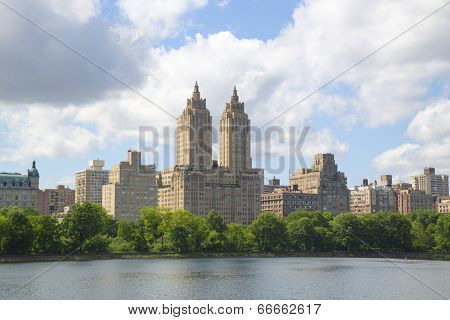 Eldorado Building and Jacqueline Kennedy Onassis Reservoir with Manhattan skyline
