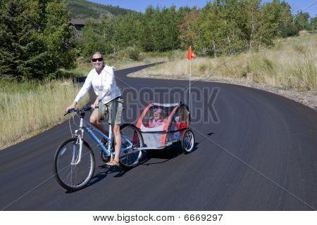 Familiar en bicicleta