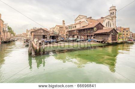 Station for repair gondolas