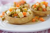 pic of artichoke hearts  - Artichoke hearts stuffed with vegetables - JPG