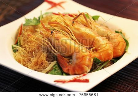Casseroled prawns/shrimps with glass noodles