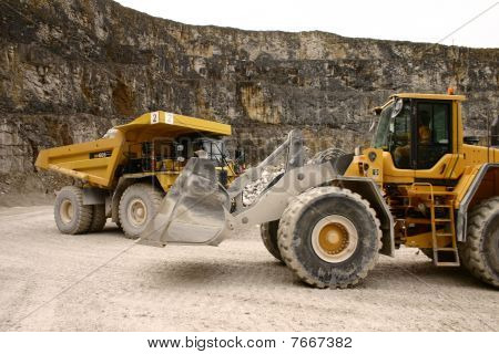 Digger and dumper