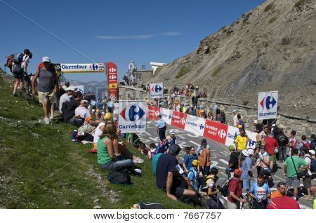 Col du Tourmalet Crowd