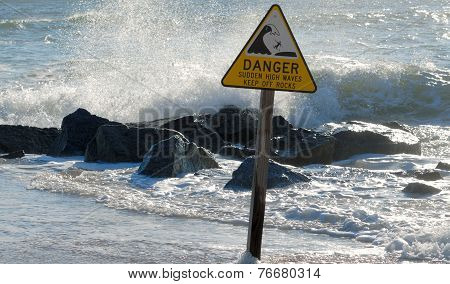 Sudden High Waves Sign