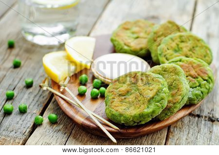Fritters Green Peas With Yogurt Sauce And Lemon