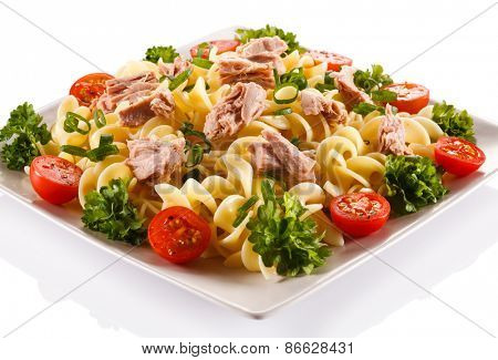 Pasta with tuna and vegetables
