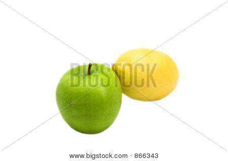 Obst Freunde grünen Apfel und Zitrone gelben