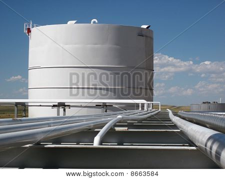 Big tank, long pipes