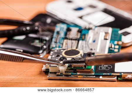 Repair A Broken Mobile Phone